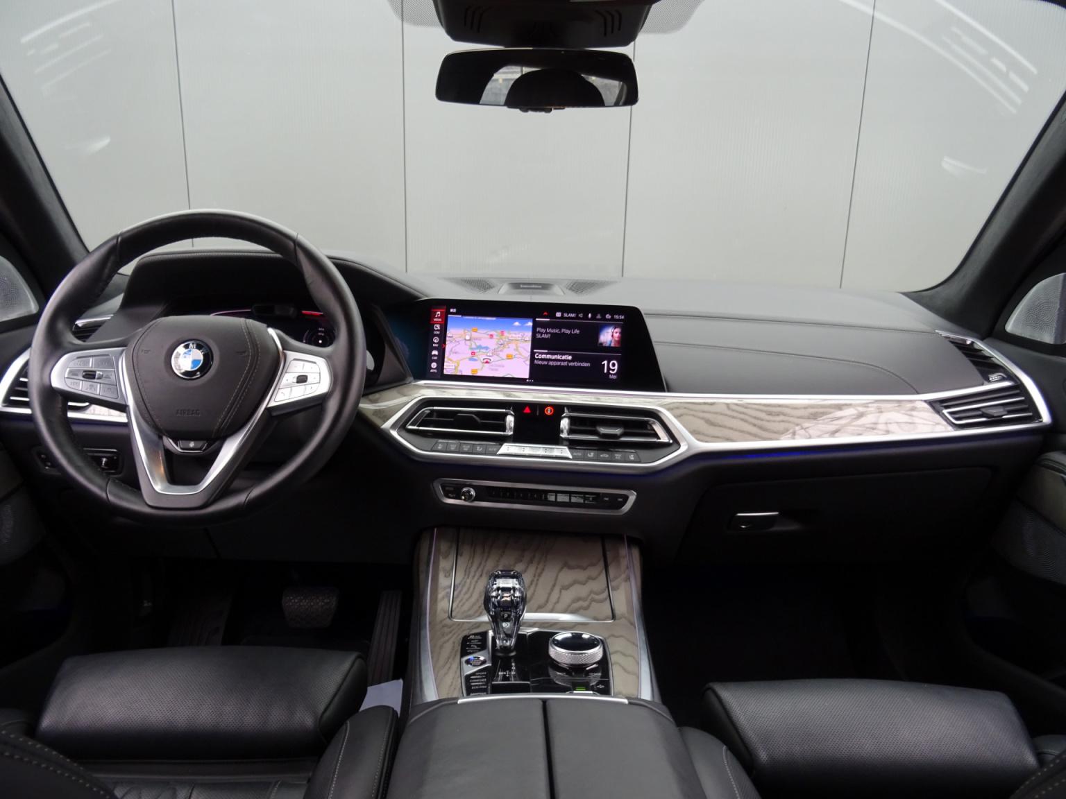 BMW-X7-26