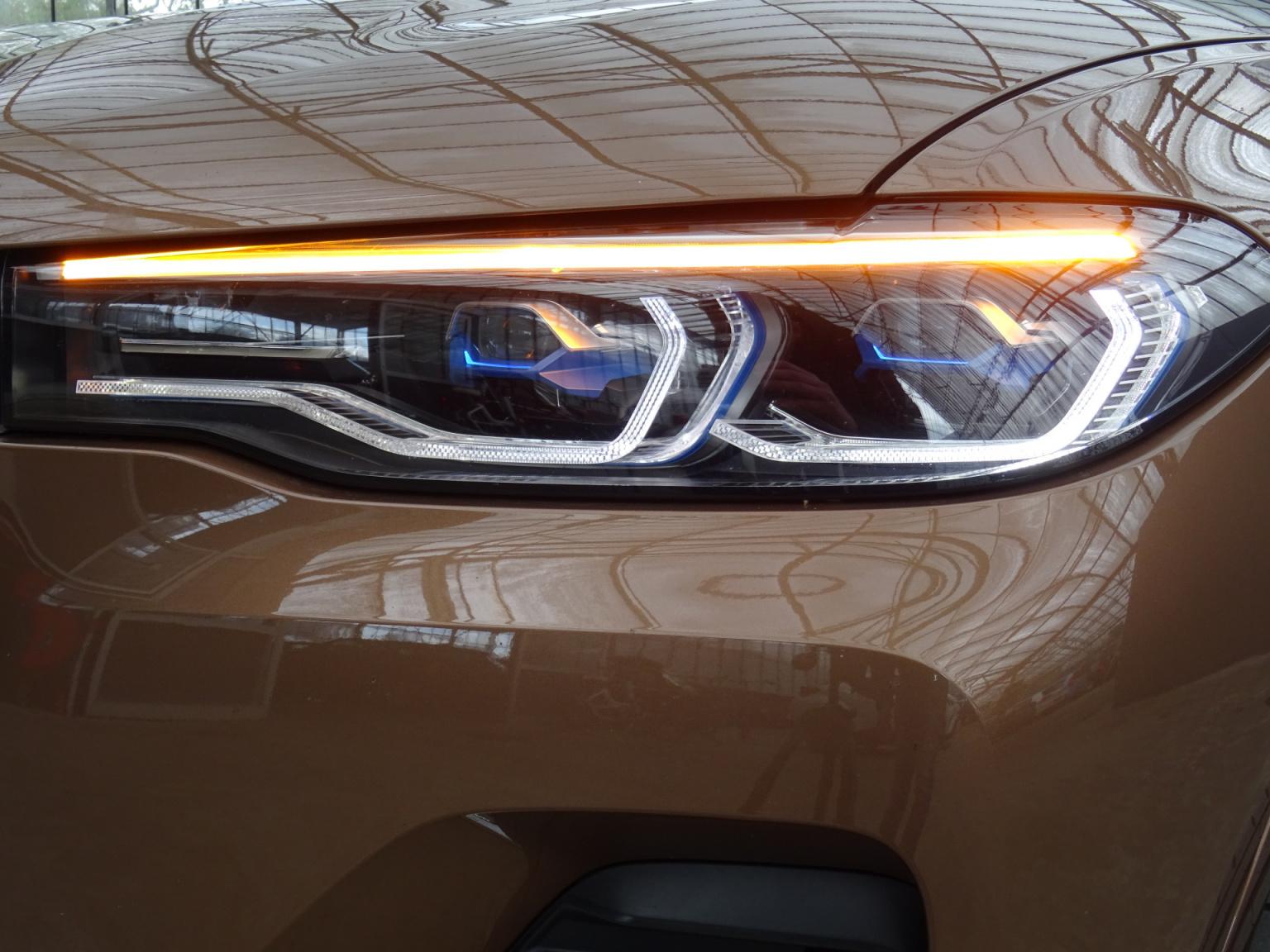 BMW-X7-53