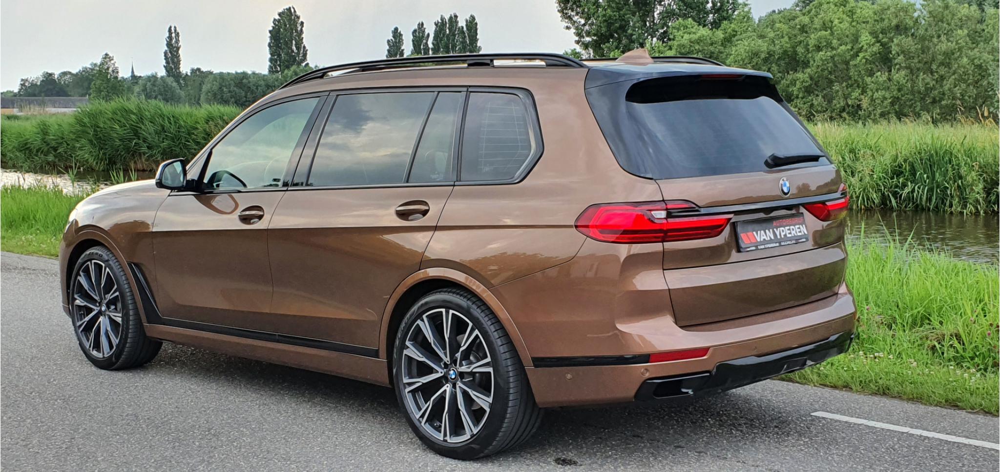 BMW-X7-3
