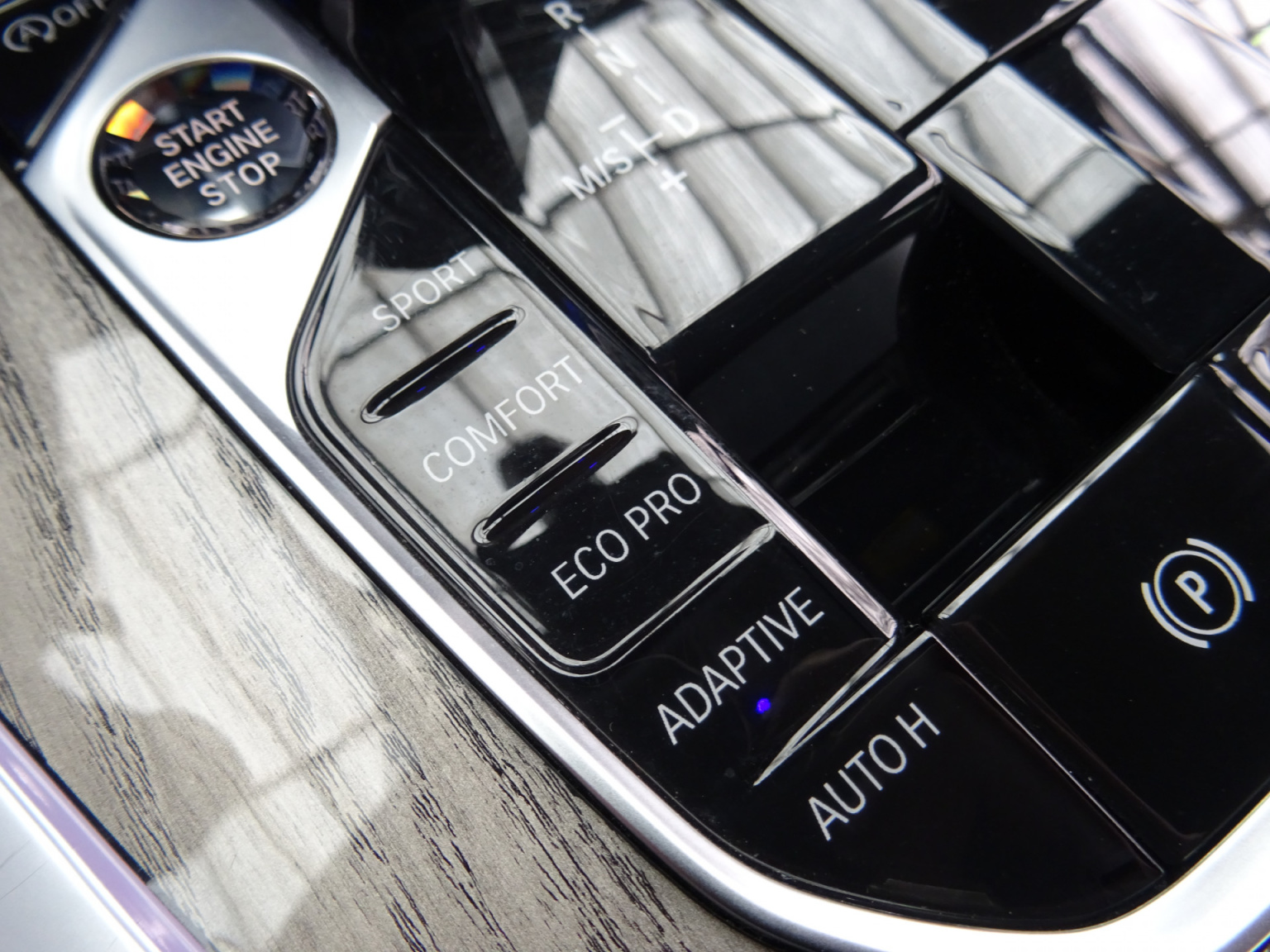 BMW-X7-42