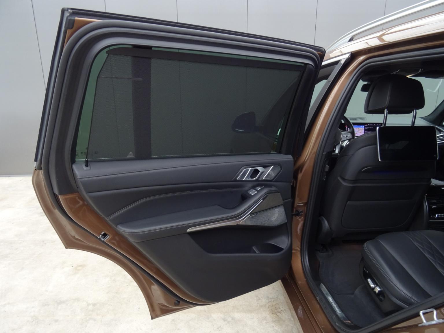 BMW-X7-69