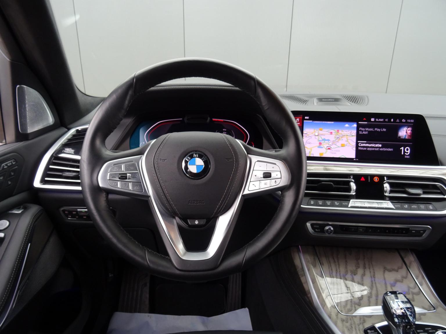 BMW-X7-13