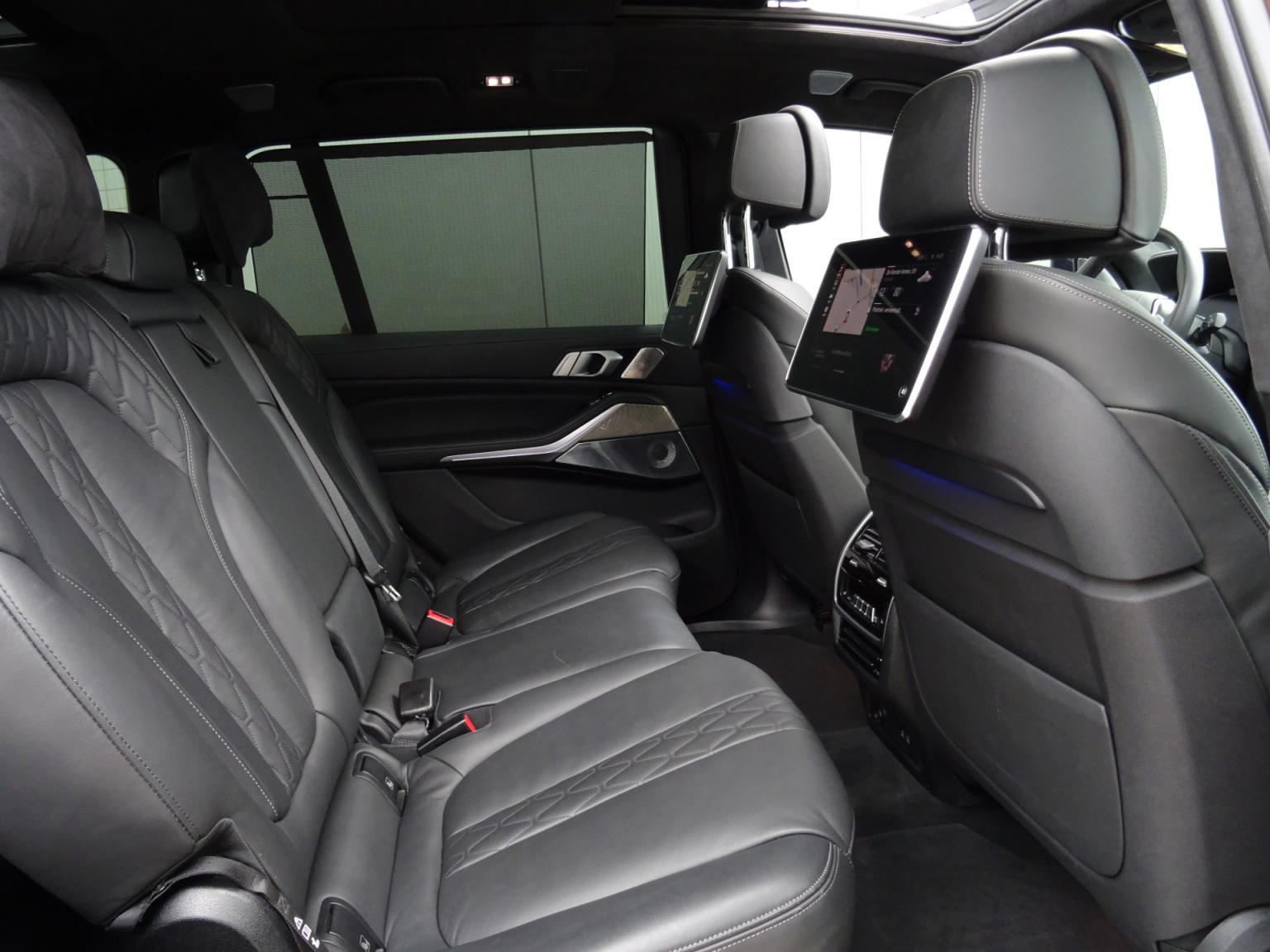 BMW-X7-23