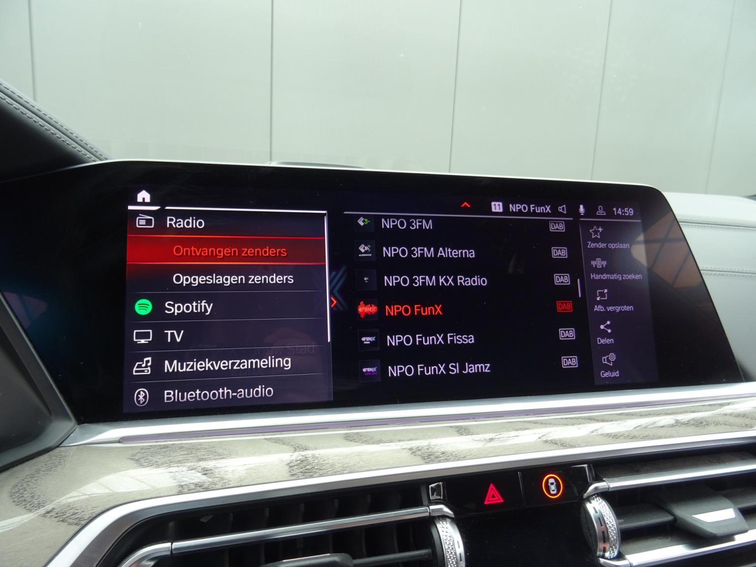 BMW-X7-34