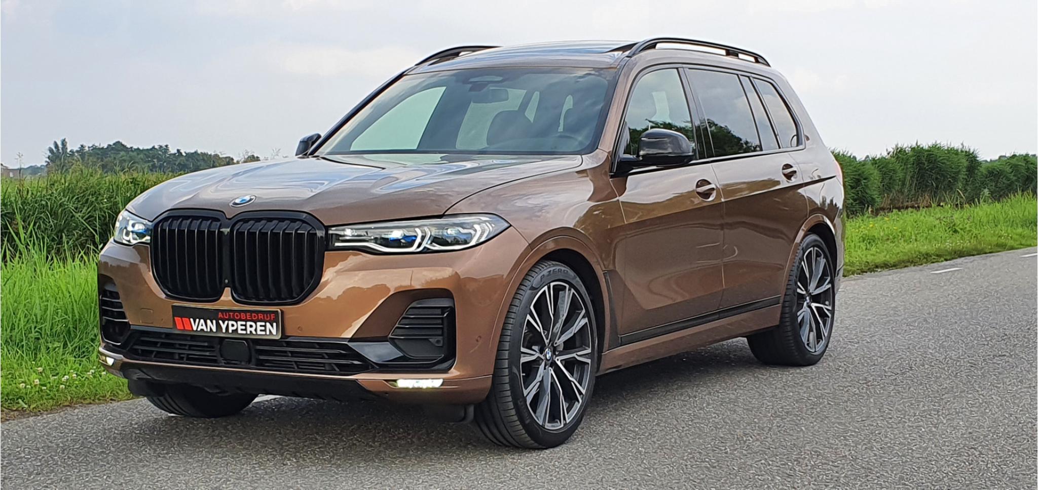 BMW-X7-1