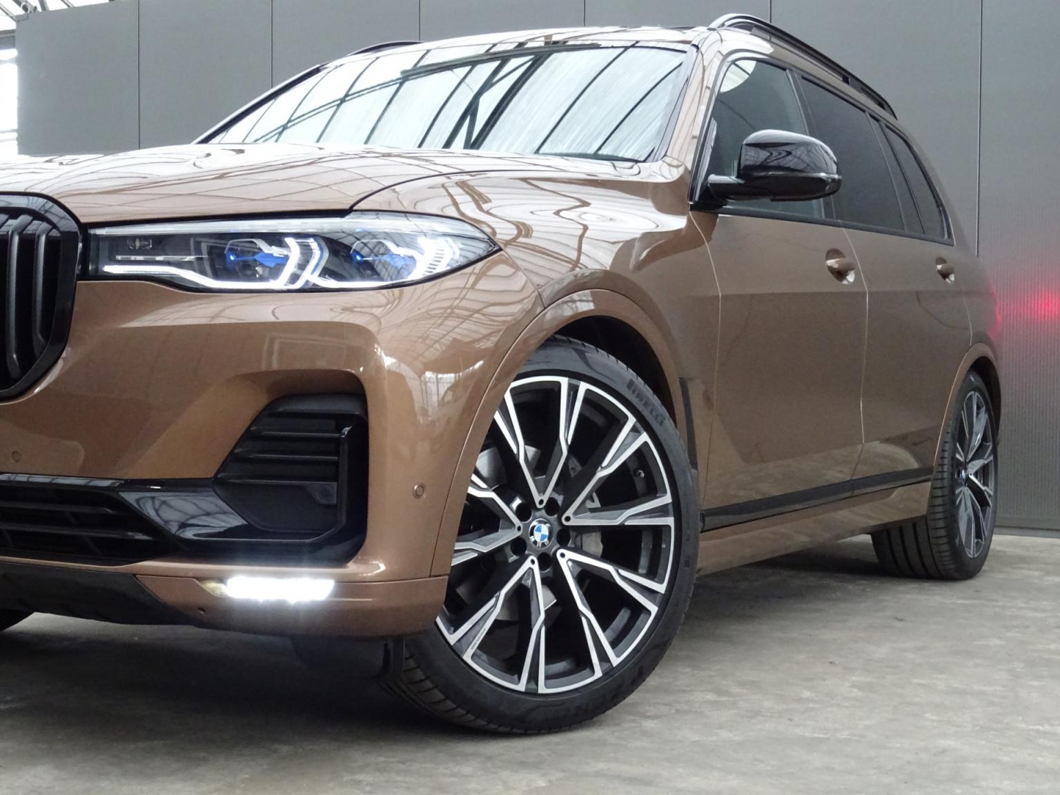 BMW-X7-54