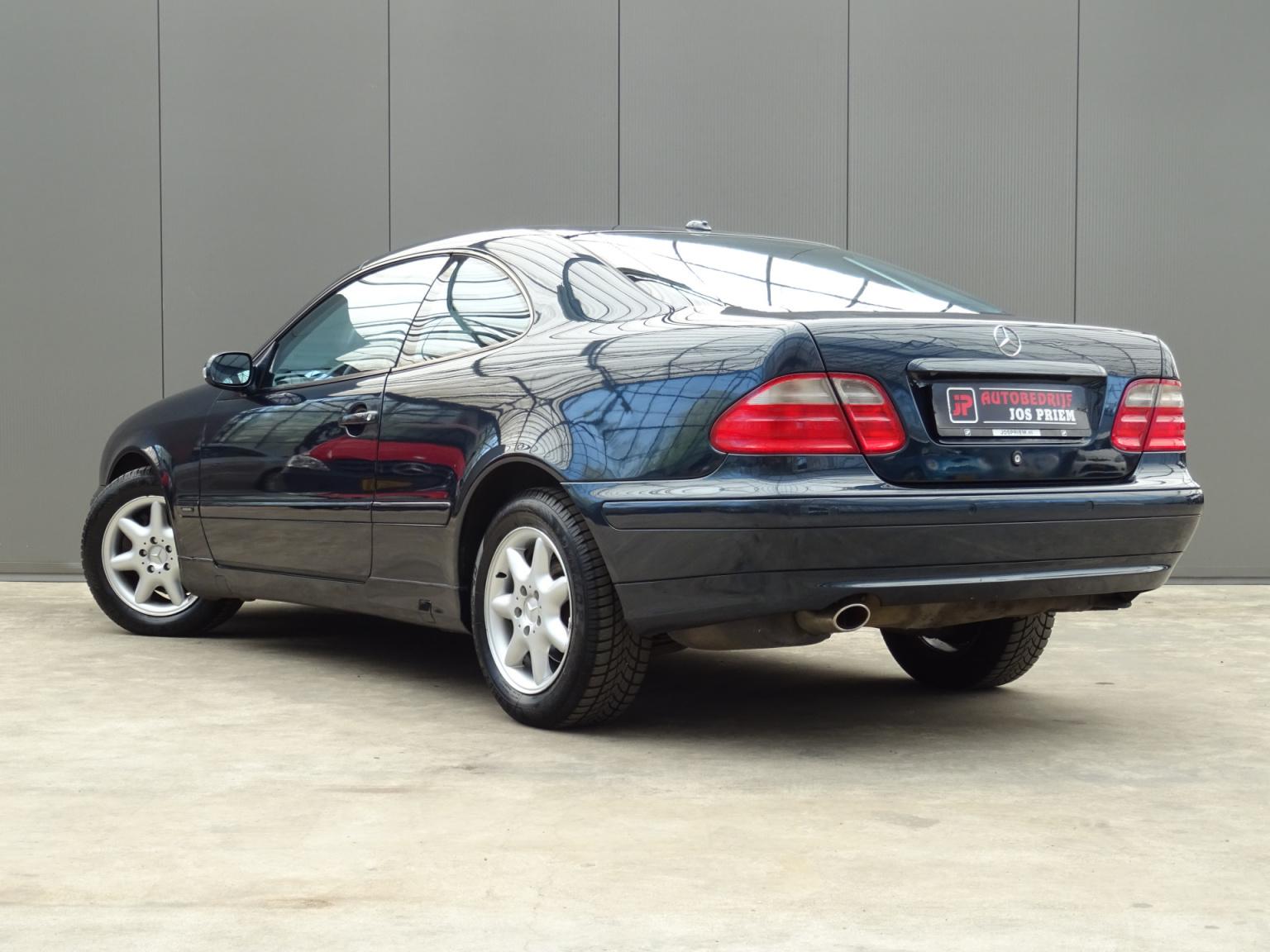 Mercedes-Benz-CLK-Klasse-2