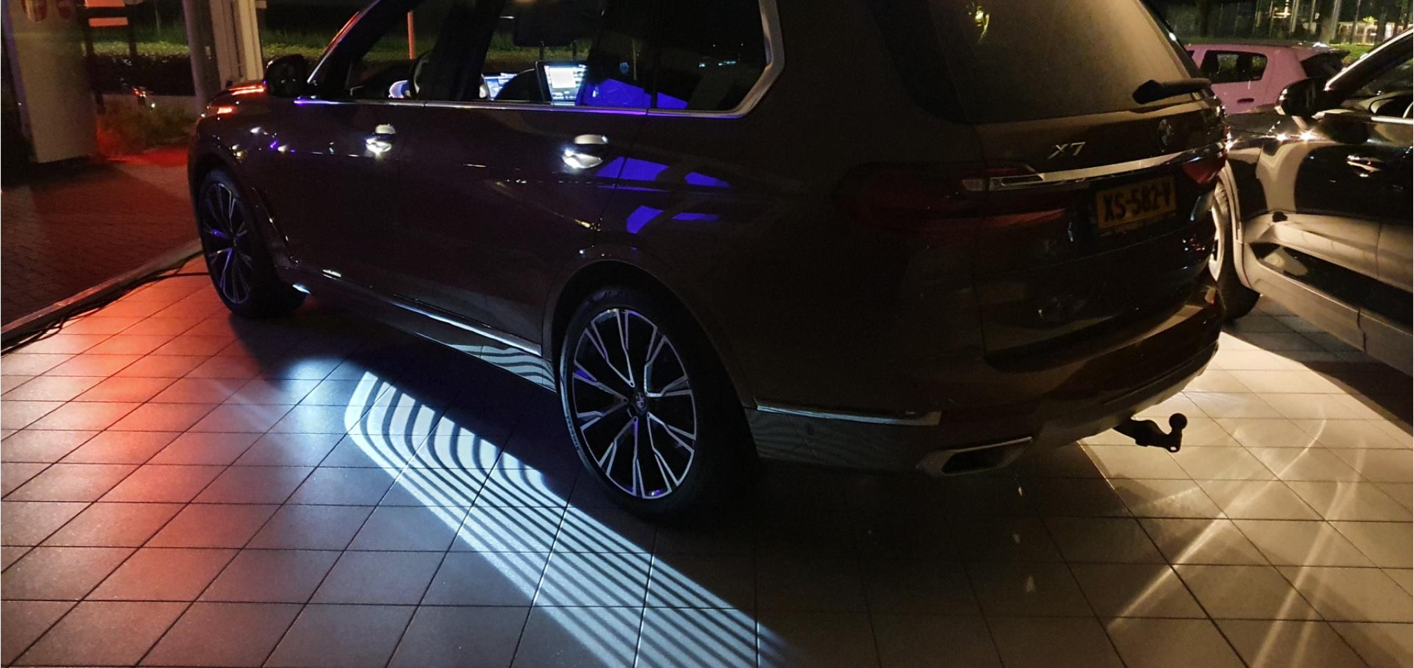 BMW-X7-85