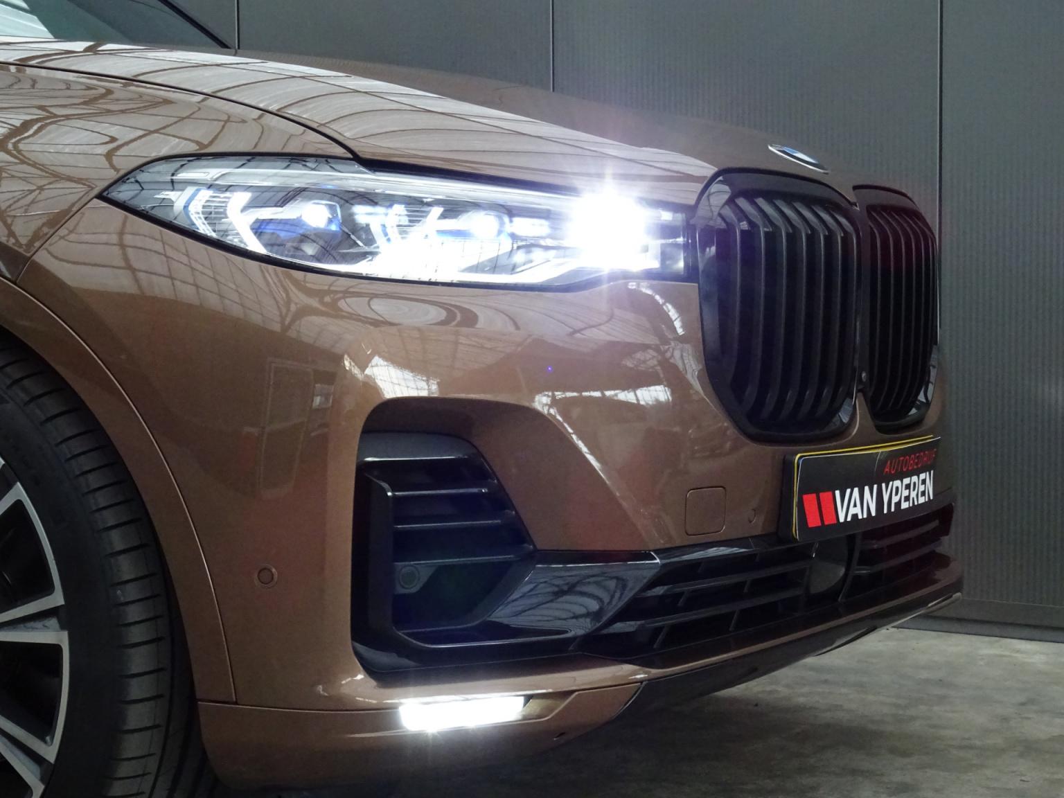 BMW-X7-24