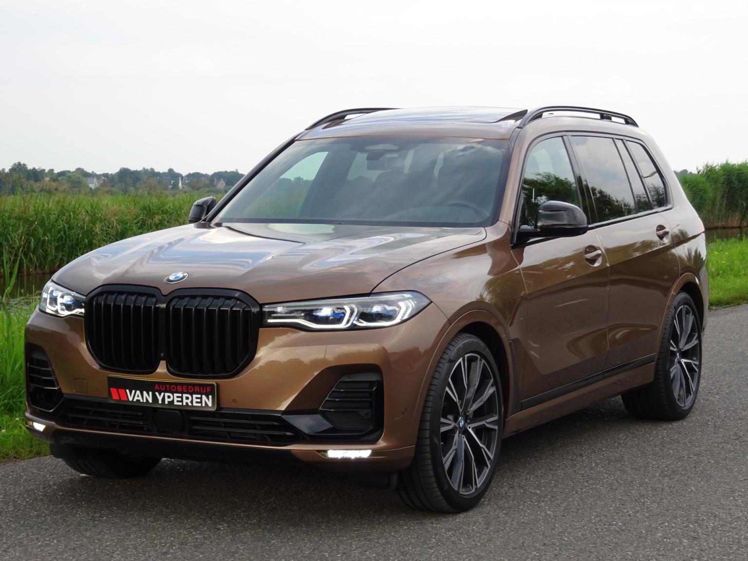 BMW-X7-25