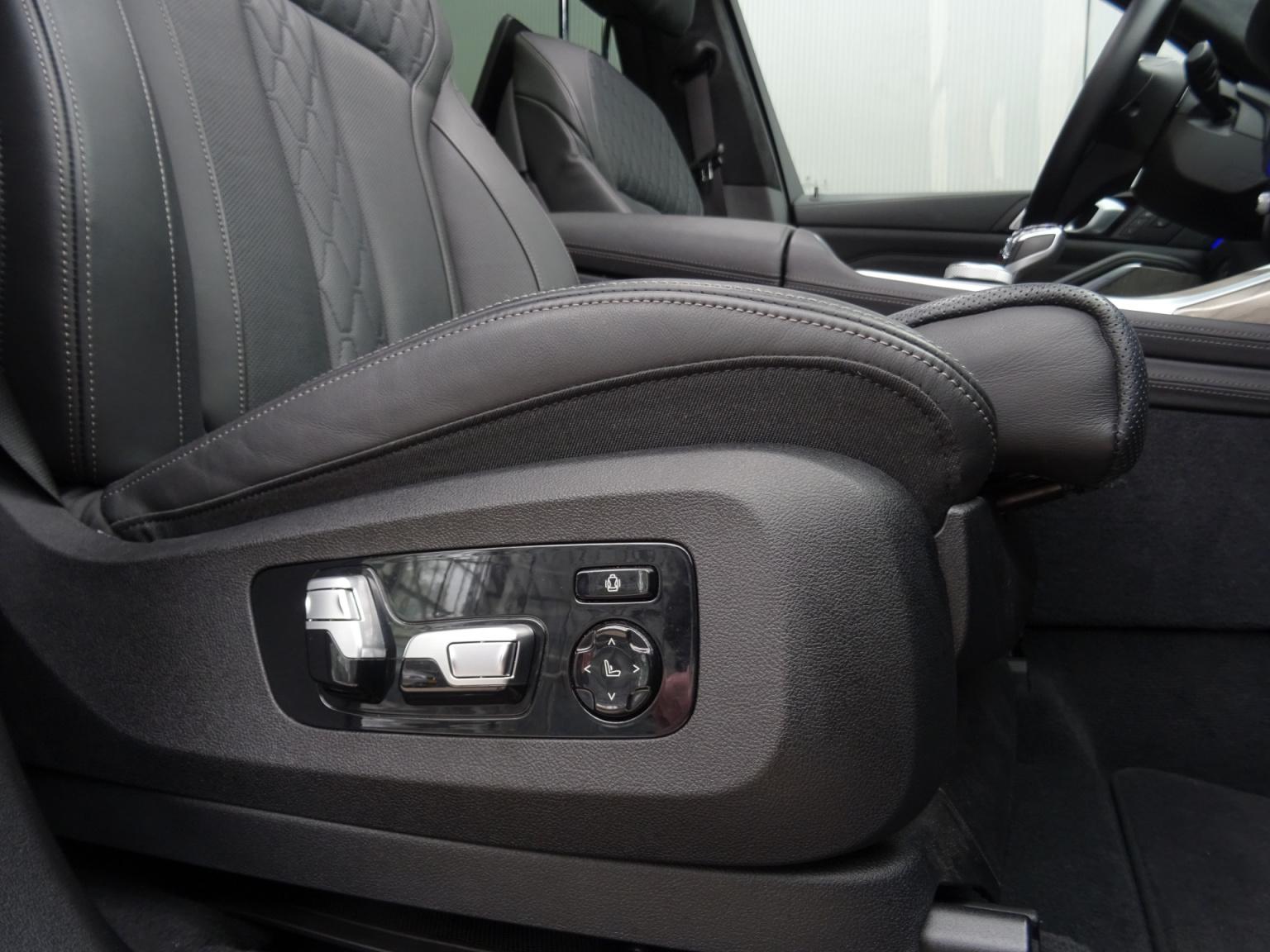 BMW-X7-48