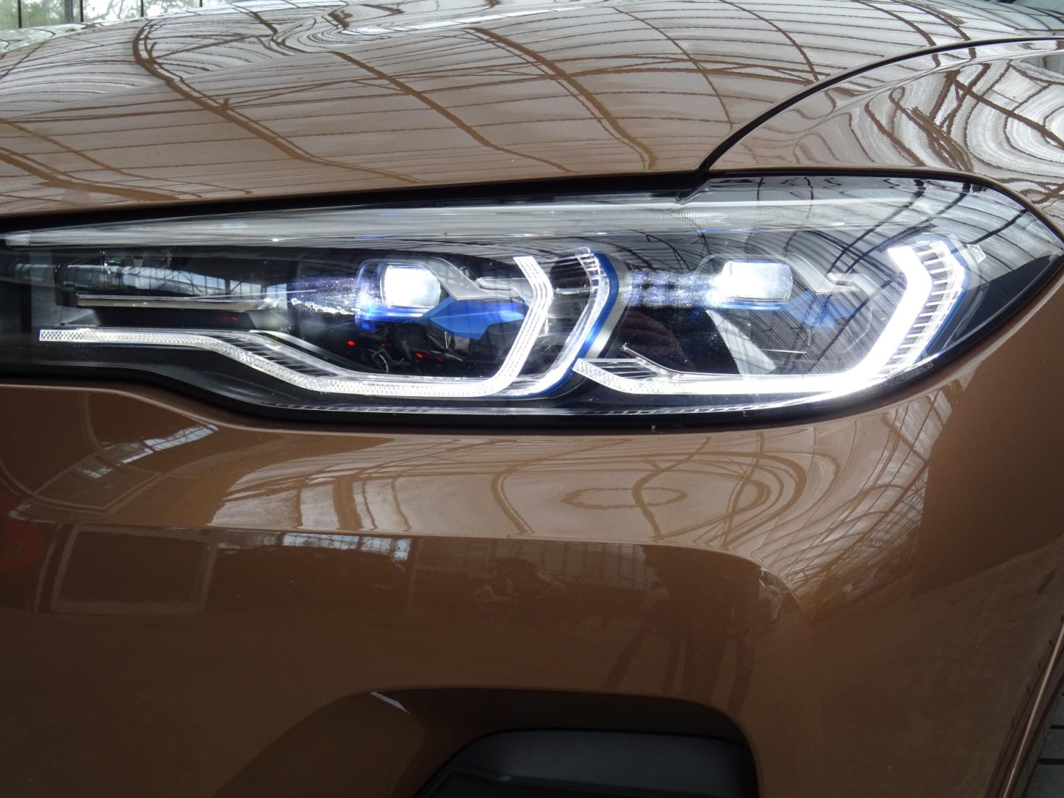 BMW-X7-52