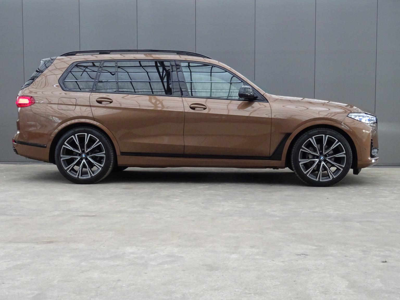 BMW-X7-8