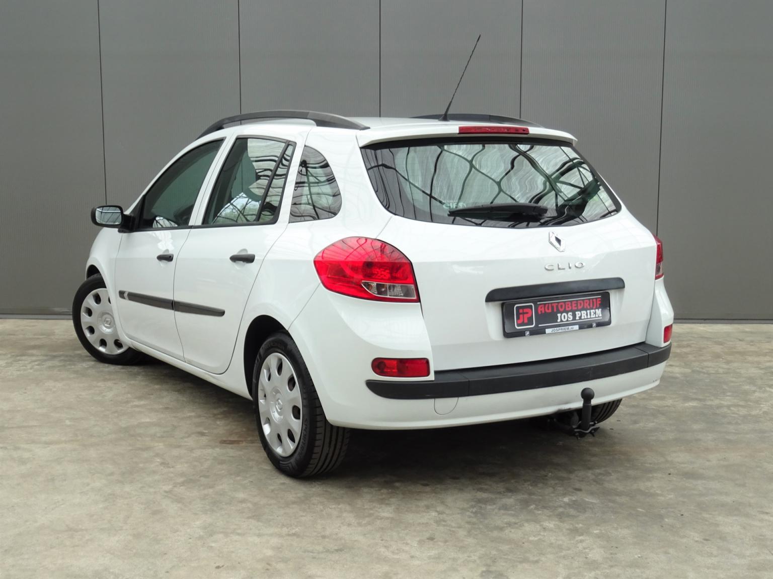 Renault-Clio-2
