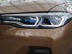 BMW-X7-51