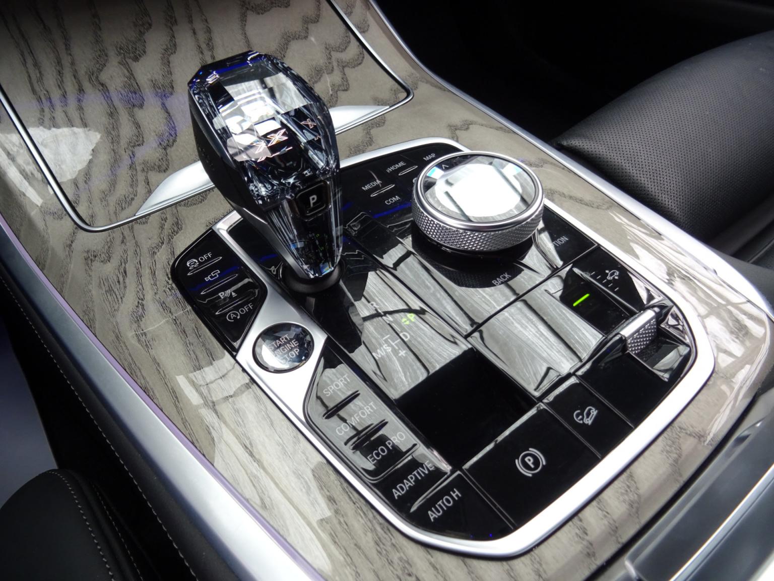 BMW-X7-40