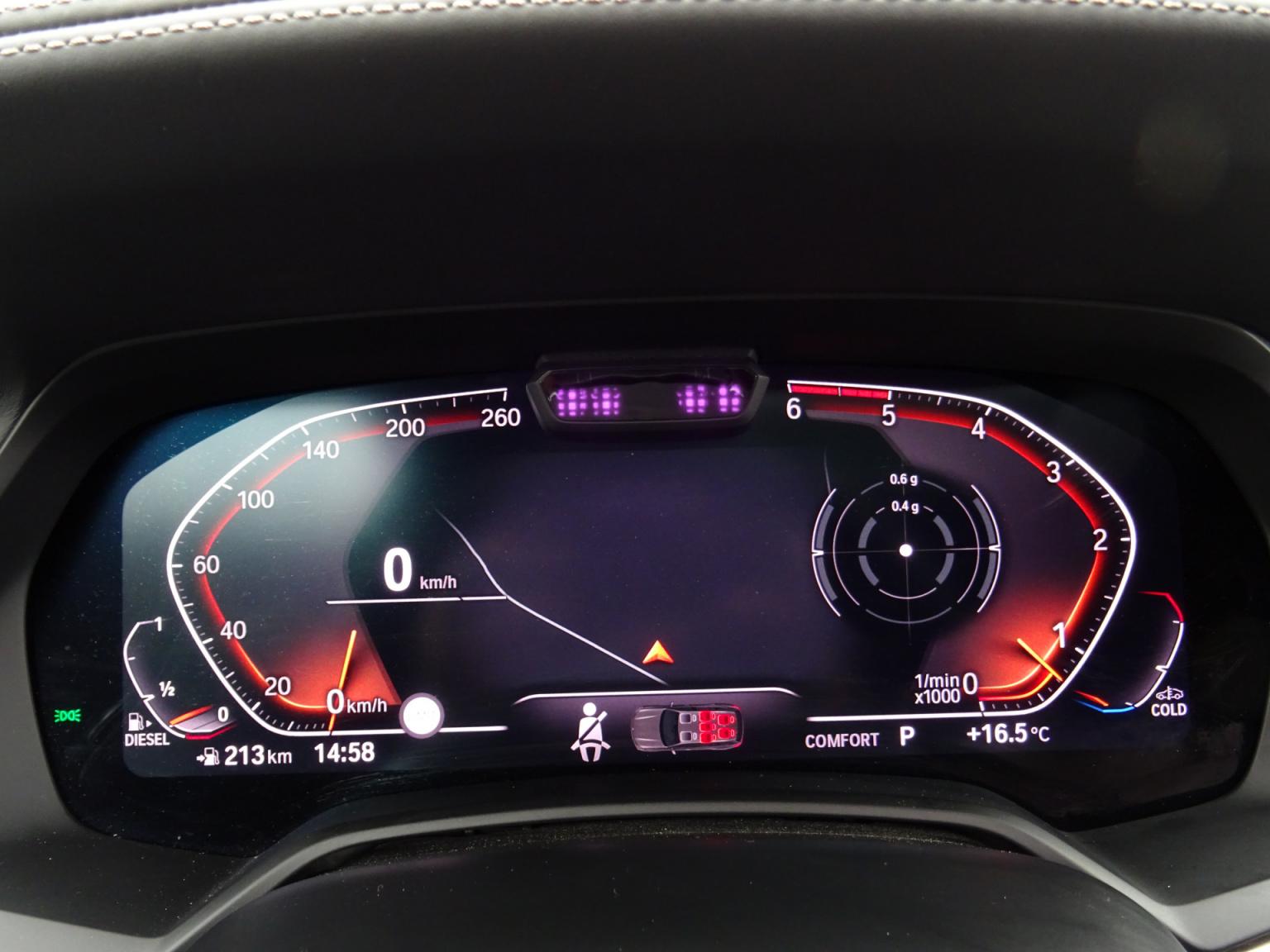 BMW-X7-18