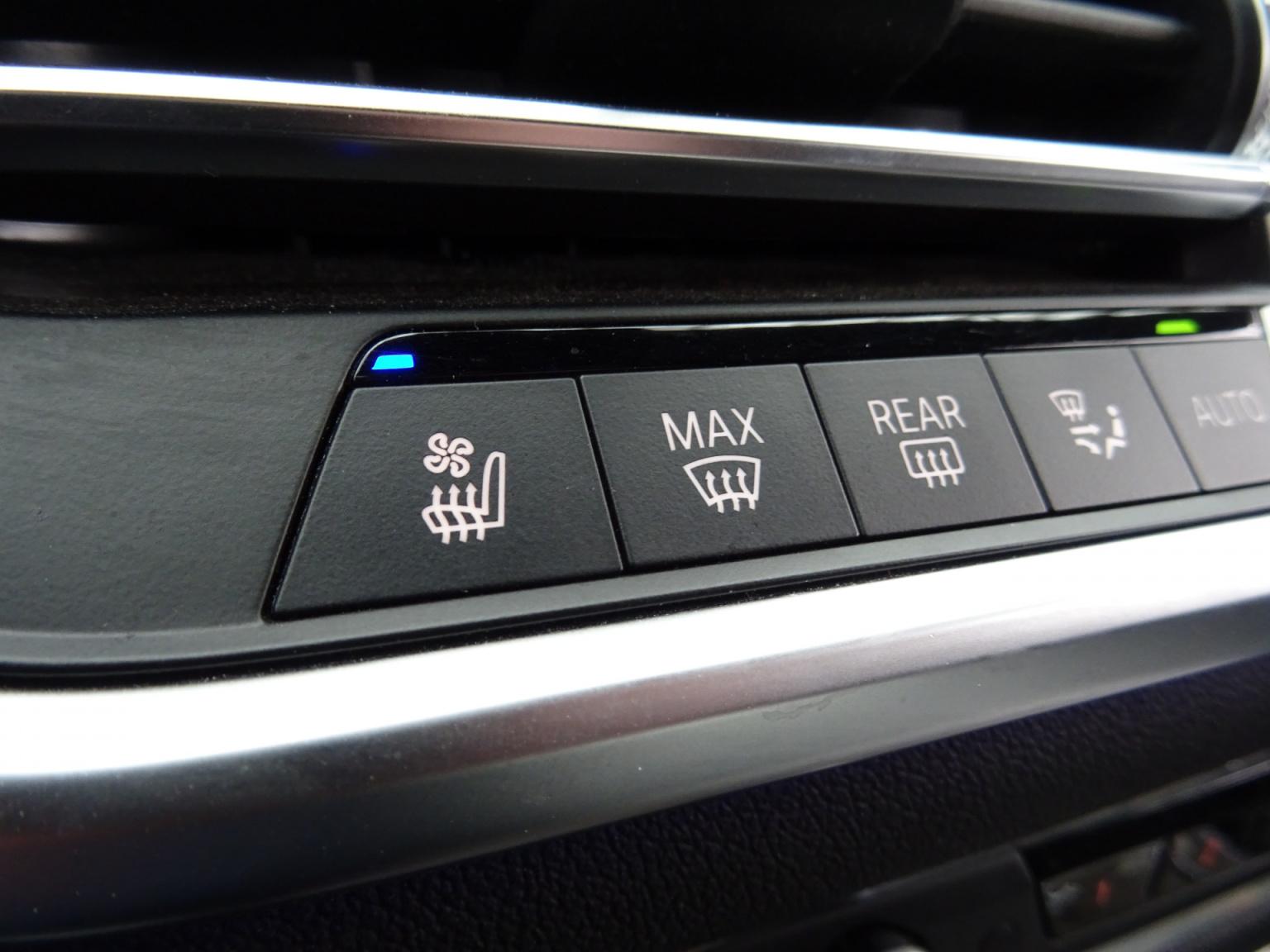 BMW-X7-38