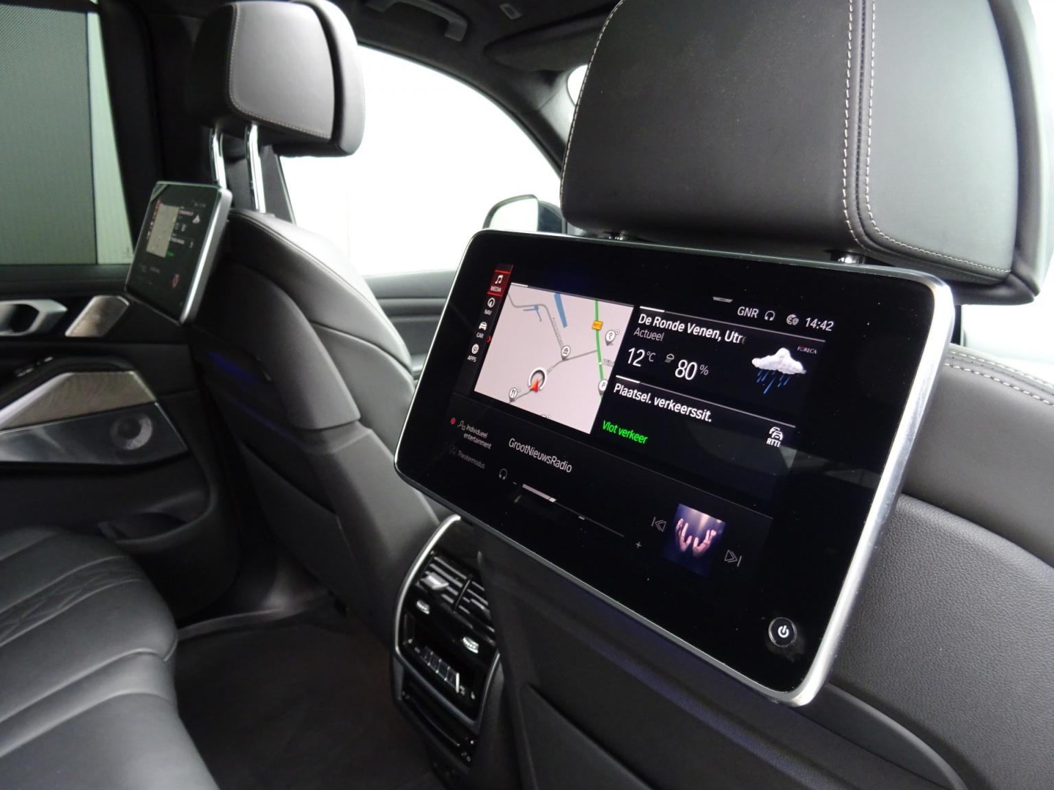 BMW-X7-21